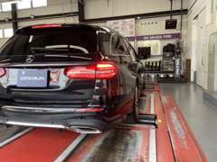 近畿陸運局指定工場にて車検、一般整備をおこないます。熟練メカニックによる厳しい目で、安全なカーライフをご提供いたします。