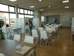 ◆ショールーム★整備待ちや商談時、お客様が快適に過ごして頂けますようになっております★