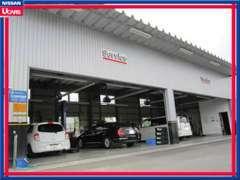 当店は運輸局指定の整備工場を備えております。お車の車検もメンテナンスも全てお任せください!