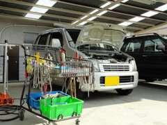 当社にて徹底整備をして展示・販売しております。購入後のアフターサービス・車検などもお任せ下さい。