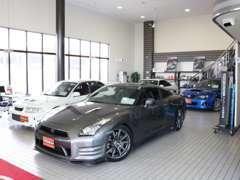 GTNET札幌店はスポーツカー・GTカーを専門で取り扱っております。各車輛の特性や専門知識にてアドバイスさせて頂きます。