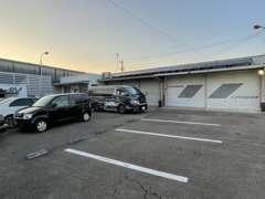 お客様用の駐車場も完備しております。