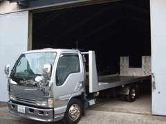 積載車も完備しておりますので突発的な事故でも安心です。