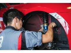陸運局指定認証工場完備でお客様の愛車をサポートします。車検や急な故障、アフターパーツの取付などもお任せください。