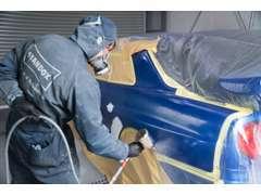 板金塗装はお任せください!、専門技術を持ったスタッフが自信をもって施工致します。