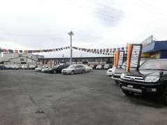 ランクル、FJクルーザー、プラド、サーフ、パジェロ、デリカ、エクストレイル、フォレスターなど多数の4WD車を展示しています。