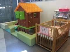 キッズスペースを完備しております。小さなお子様をお連れのお客様も安心してご来店いただけます♪