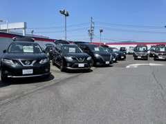 展示台数は常時50台以上!!セダン・コンパクト・SUV・軽自動車など色んなお車を見比べて頂けます♪