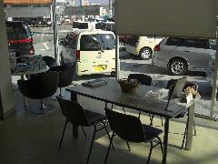 日のさす暖かな商談スペースでゆったりと、ご検討頂けます。