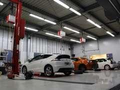 自社工場にて車検から修理、細かなメンテナンスまでお客様のカーライフをしっかりサポート致します。