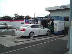 洗車機完備☆いつでも綺麗なお車にお乗り頂けます。お気軽にご来店ください♪奥には大きなお車でも安心の駐車場もあります♪