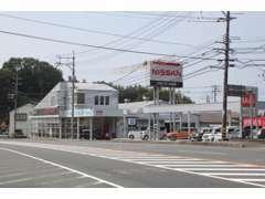 広島方面から浜田ICを降りて左折。益田方面から国道9号沿い左手に御座います!