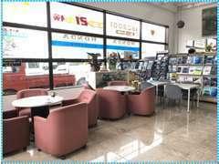 ■お客様がご来店しやすいように、キレイな店内とスペースを設けております。是非一度ご来店下さい。