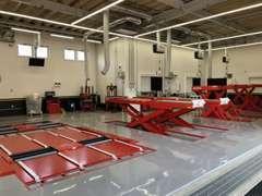 陸運局指定工場の車検館柏店と併設。車検、メンテナンス、タイヤ販売などワンストップでサポート致します。