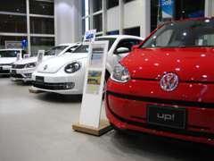 ショールームには、最新のフォルクスワーゲンの新車が勢揃い!じっくりとお車をご覧になれます。
