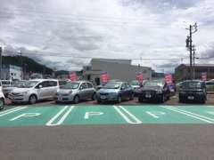 こちらが駐車場スペースとなっております。また当店はサービス工場も備えております。アフターサービスもお任せください☆