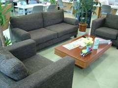 当店人気のソファスペースです☆こちらでゆっくりくつろいで頂けます♪癒しのスペースとして好評です☆