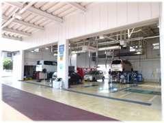 ■認証・指定工場完備。定期メンテナンスはもちろん、車検整備もこちらで承ります。お得なメンテナンスパックもあります★