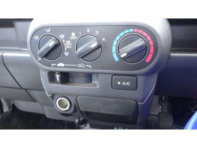 運転しやすく扱いやすいレイアウトのスイッチ類!