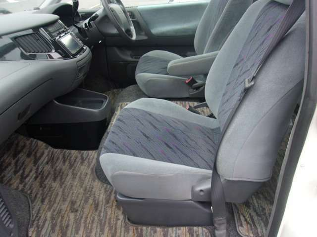 ここから、室内のご案内です! 当社の車両は、お客様に安心してご購入いただけるけるよう、走行距離管理システムで全車メーターをチェック! 正常な車両のみ販売しております。