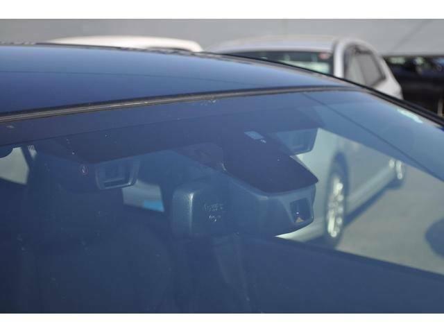 プリクラッシュブレーキはステレオカメラで障害物を検知してドライバーに注意喚起、回避行動が無いときはブレーキ制御を行います、追突事故84%減