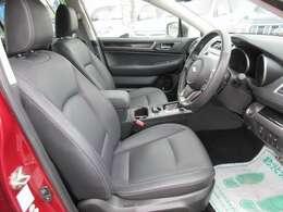 運転席パワーシート機能付き♪ 黒本革シートで高級感があります♪