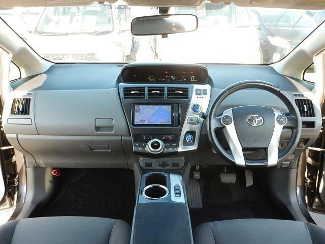 【運転席正面】視界良好な運転席です♪ステアリングは握りやすい革巻です♪