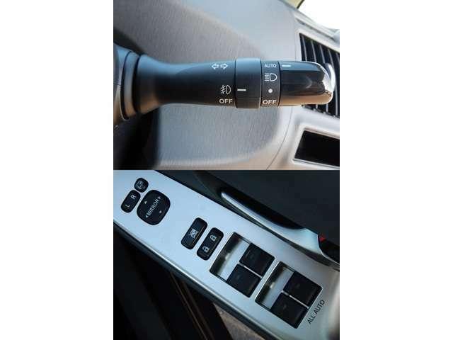 【ハンドルコラム部(写真上)】オートライト機能付LEDヘッドライトとフォグライトスイッチです♪/【運転席ドアパネル(写真下)】駐車時に便利な電動格納ウィンカーミラーとパワーウィンドー操作パネルです♪