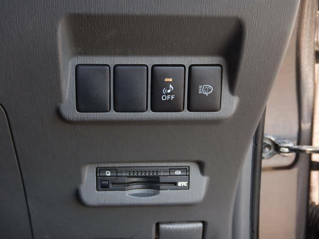 【運転席側インパネ】車両接近通報のOFFスイッチとヘッドライトウォッシャースイッチ♪見た目がスッキリしたビルトインETCです♪
