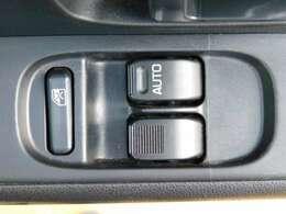 便利なパワーウィンドウ付(運転席/助手席)