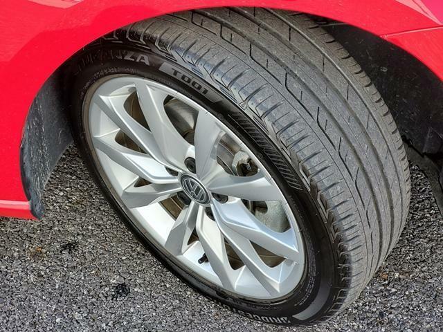 純正17インチのアルミホイールです。タイヤサイズは225/45R17です。タイヤ残量は9分山ほどです。