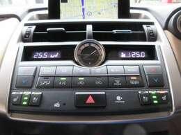 運転席と助手席の温度設定の変更が可能な、左右独立タイプのオートエアコンとなっております。前席にはシートヒーター/クーラーも完備しております☆