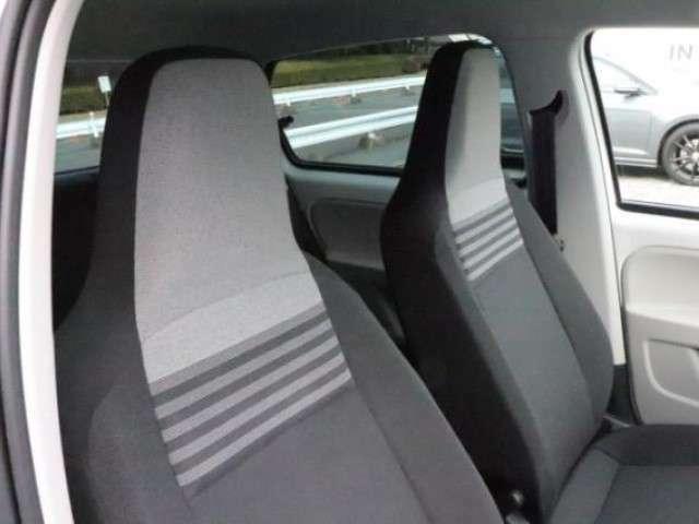 シートが身体を程よく包み込み、ロングドライブも快適に運転できます。
