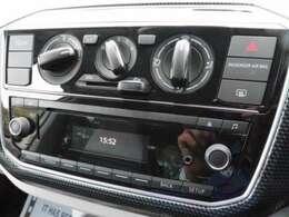 純正オーディオ付です。オーディオはCD、ラジオ、Bluetoothなど使用可能です。