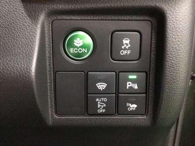 ECONスイッチ操作で燃費をよくするようクルマが頑張ります。その他、VSA(横滑り抑制)も装備して滑りやすい路面でも安心です。