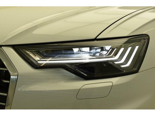 ●HDマトリクスLEDヘッドライト『複数のセンサーとカメラによって他車や歩行者を検出。ドライバーや歩行者の視界を妨げることが無いように、約1億通りの自動配光が可能です。』