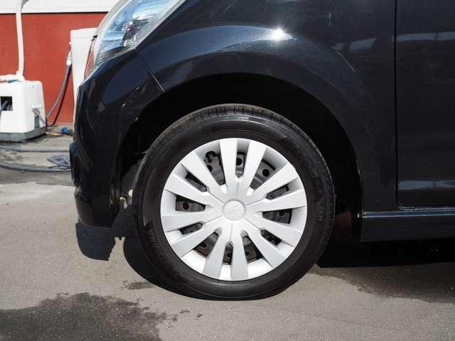 ■タイヤのヒビ割れも無く溝もしっかり残っています。
