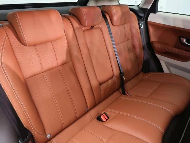 輸入車ならではの洗練されたインテリア!英国らしい気品高いインテリアに仕上がっております!また、クロスシートにも施工可能な『インテリアレザーガード』も扱っています。詳しくは店頭スタッフまで♪