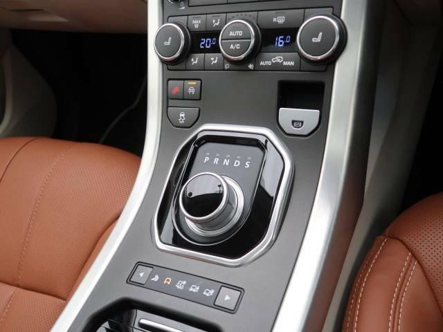 ドライブセレクター・ロータリーシフター『イグニッションONでセレクターが浮き上がり、エンジンOFFで格納されます。先進性、効率性、そして洗練性すべてを高い次元でご体感いただけます!』