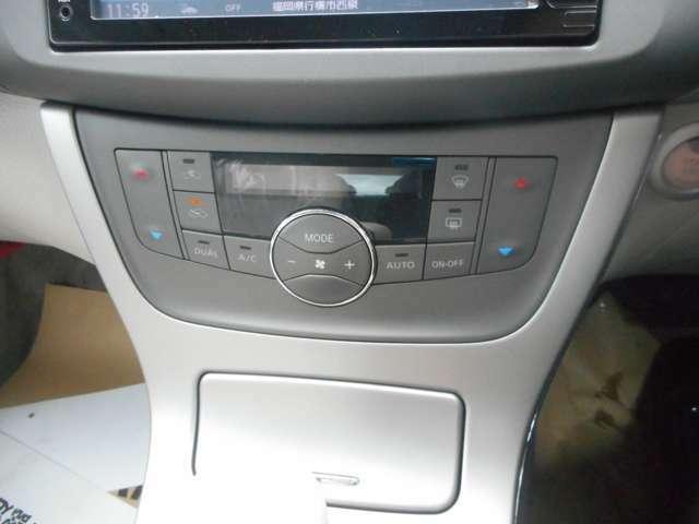 エアコンパネルは視認性と操作性に配慮したデザインです。