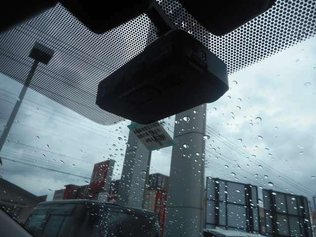 ドライブレコーダー付き、万が一の事故の時に役に立つ装備です。
