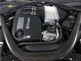 出力431ps 最大トルク/回転数kg・m/rpm 56.1/5500のハイパワーエンジンをご堪能ください