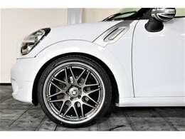 ホイールは、Y'zレーシングホイール20インチ装着。タイヤも新品になります。