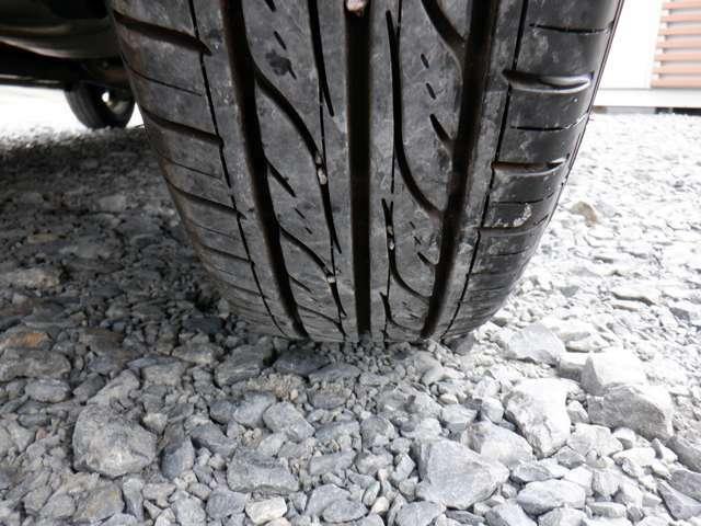 タイヤの溝は4本ともに6分山ほど残っております!