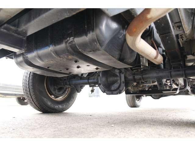 納車時にエンジンオイル、オイルエレメント、ワイパーゴムは無条件で交換します。