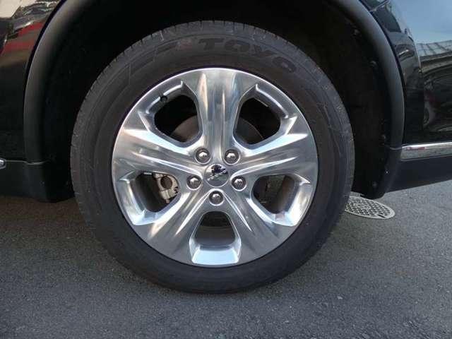 タイヤサイズは265/50R20です。