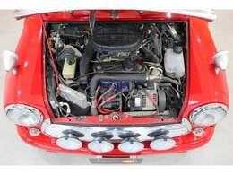 エンジンは国内仕様と異なるMPI仕様!ラジエーターも正面を向いて取り付けられます