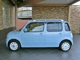 『 スペシャルコーデのミラココアは車内がブラウン色となっており、ドアハンドルはホワイトの特別色です。 』