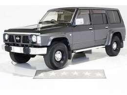 4WD ロールーフ 5速マニュアル ヴィンテージ16インチアルミホイール LEDイカリングヘッドライト 純正ブラック 3列シート 7人乗り リアエアコン リアヒーター ディーゼル 1ナンバー登録可能