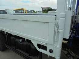 車両全長は長さ599cm、幅188cm、高さ265cmになります。